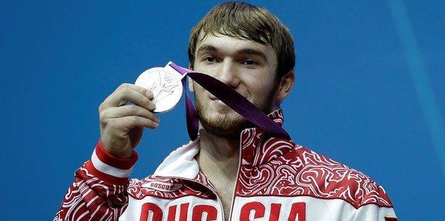 Rus haltercinin madalyas� geri al�nd�