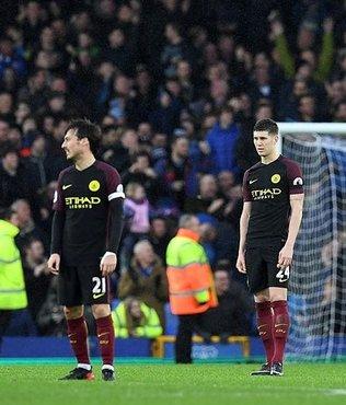 Manchester City'ye Everton darbesi
