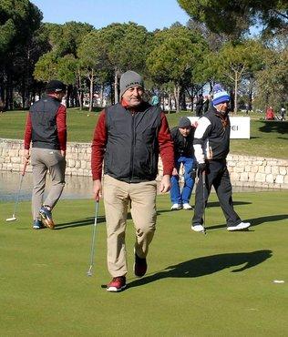 Bakan Çavuşoğlu golf sahasından seslendi