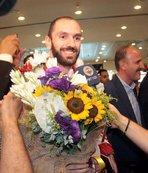İstanbul'da çiçeklerle karşılandı