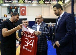 Cumhurbaşkanı Erdoğan, 12 Dev Adam'ın antrenmanını izledi