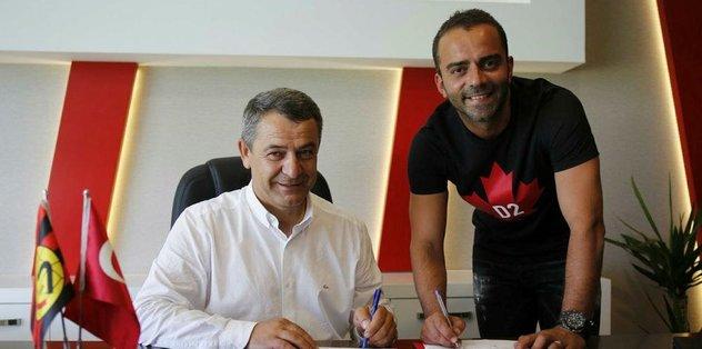 Eskişehirspor'da Semih Şentürk'ün sözleşmesi uzatıldı