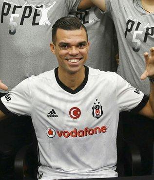 Beşiktaşlı Pepe imza gününde