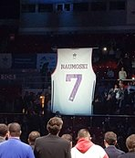 7 numarayı emekli etti