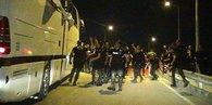 Beşiktaş taraftarının otobüsüne taşlı saldırı