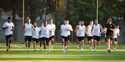 G.Saray'da 9 futbolcuyla yollar ayrılıyor