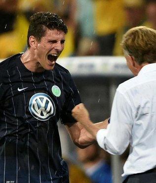 Wolfsburg, Bundesliga'da kaldı