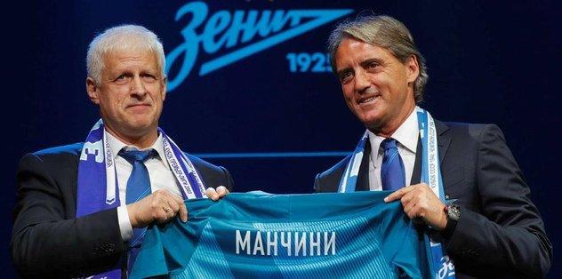 Zenit, Mancini için imza töreni düzenledi.