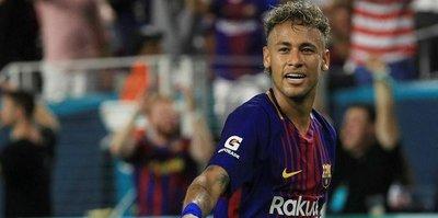 Neymar, transfer rekorunu altüst etti