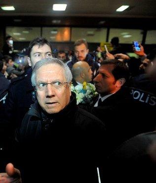 Fenerbahçe'ye havalimanında protesto!