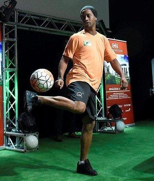 Brezilyal� y�ld�z Ronaldinho Bak�'de