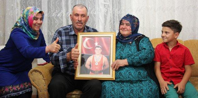 Rıza Kayaalp ailesini sevince boğdu