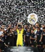 ManU'yu devirdi, Süper Kupa'yı kazandı