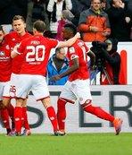 Milli futbolcu Bundesliga'yı sallıyor