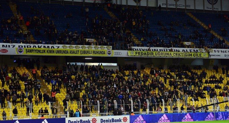 Fenerbahçe tribünlerinden istifa çağrısı!