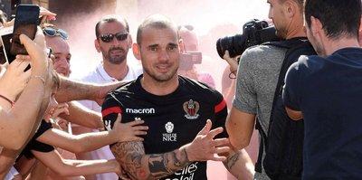 Sneijder'in ilk antrenmanına taraftar akını
