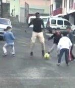 Çocuklarla top oynadı