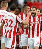 Stoke ilk galibiyetini, Arsenal ilk mağlubiyetini aldı