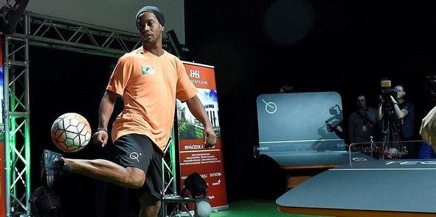 Brezilyalı yıldız Ronaldinho Bakü'de