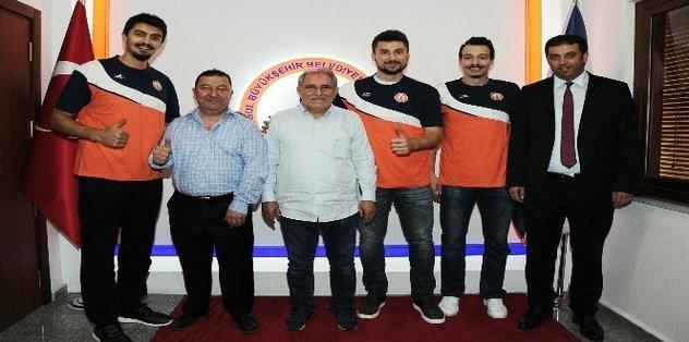 İstanbul BB'de üç imza