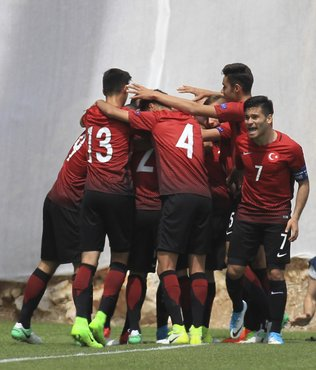 İtalya'yı 2-1'le geçtiler!