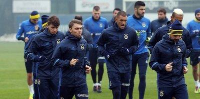 Fenerbahçe'de 3 isim kadroya alınmadı