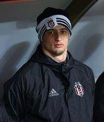 Mitrovic kulübede kaldı