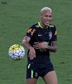 PSG, Neymar sevdas�ndan vazge�miyor