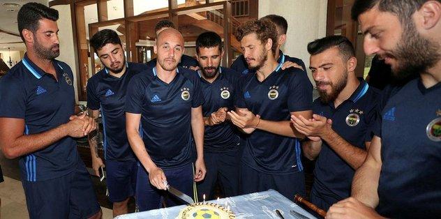Aatıf'a doğum günü partisi