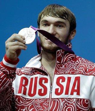 Rus haltercinin madalyası geri alındı