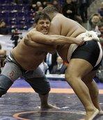 Recep Kara, Asya Sumo Şampiyonu'nu devirdi!