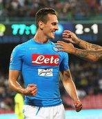 Napoli 3 puanı 3 golle aldı