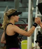 Bouchard, eleştirdiği Sharapova'yı yendi