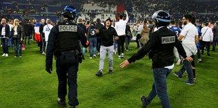 Fan disorder delays Lyon-Besiktas game