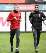 Sigthorsson döndü Podolski ve Serdar gitti!