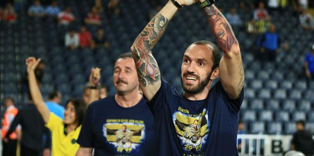 Fenerbahçeli taraftarlarla buluştu