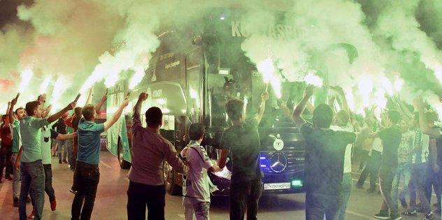 Konyaspor'a meşaleli karşılama