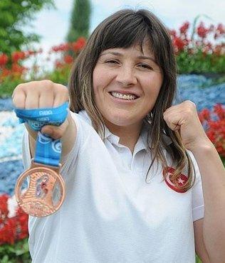 Milli boksör Şennur Demir Fenerbahçe'de