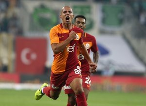Feghouli'nin ilk şutu gol oldu!
