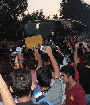 Galatasaray kafilesi Adana'ya ula�t�