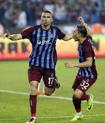Burak Yılmaz, Fenerbahçe'ye atıyor