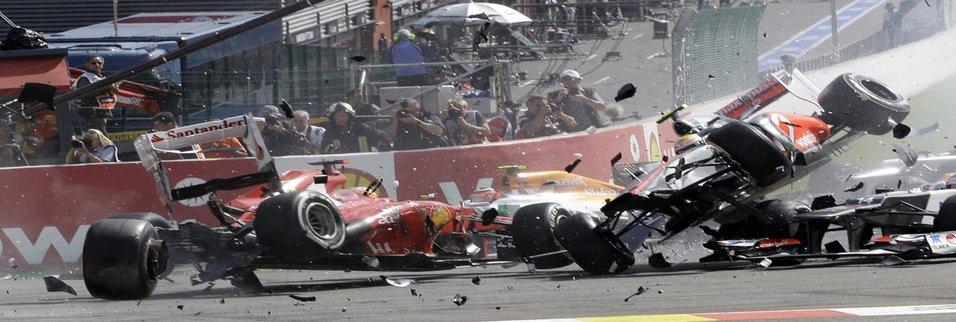 Formula 1'de zincirleme kaza!