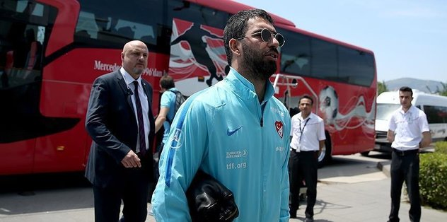 Arda Turan quits international football