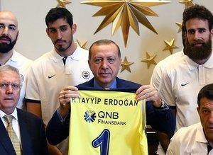 Fenerbahçeden Cumhurbaşkanı Erdoğana ziyaret
