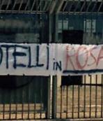 Palermo taraftarı pankart açtı