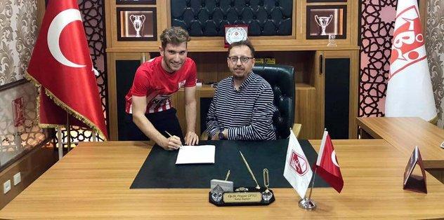 Balıkesirspor'da Furkan imzaladı