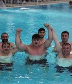 Rıza Kayaalp havuzda güreşti!