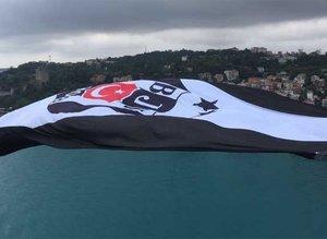 Şampiyon Beşiktaşın bayrağı köprüde