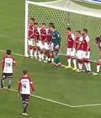 Arsenal'in 11 kişilik barajı golü önleyemedi