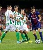 Messi'nin 3 şutu direkten döndü